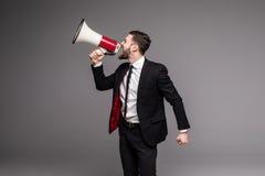 Zijaanzicht Bedrijfsmens die met een megafoon gillen Royalty-vrije Stock Foto