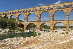 Zijaanzicht od Pont du Gard Royalty-vrije Stock Foto's