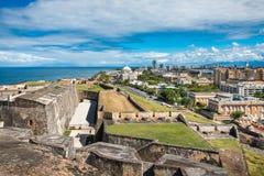 Zijaanzicht van Castillo DE San Cristobal naar stad Royalty-vrije Stock Foto
