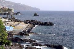 Zijaanzicht van de kust van het Eiland Madera stock afbeeldingen