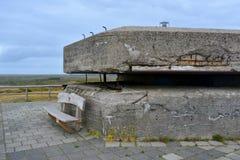 Zijaanzicht van de postbunker van het Wereldoorlog IIcommando in Den Hoorn op Texel in Nederland royalty-vrije stock afbeelding