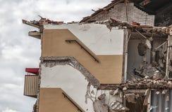 Zijaanzicht van een vernietigd flatgebouw royalty-vrije stock fotografie
