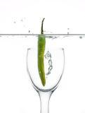 De peper van de Spaanse peper in water stock afbeeldingen