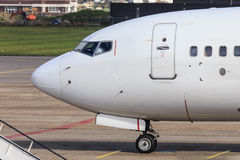 Zijaanzicht van lijnvliegtuigcockpit Stock Foto