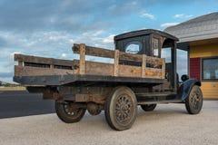 Zijaanzicht van oude pick-up Stock Afbeeldingen