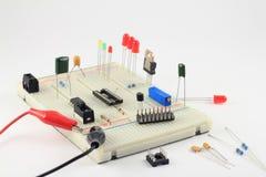 Zijaanzicht van prototyping solderless broodplank Stock Afbeeldingen