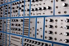 Zijaanzicht van uitstekende analoge modulaire synthesizer Royalty-vrije Stock Foto's