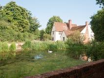 Zijaanzicht van Willy Lotts & x27; plattelandshuisje en riviervoorzijde op een duidelijke zon Royalty-vrije Stock Foto's