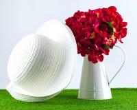 Zijdehydrangea hortensia in kruik Stock Afbeelding