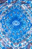 Zijdesjaal met abstract blauw geometrisch patroon Royalty-vrije Stock Afbeeldingen