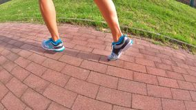 Zijjogginggymschoenen stock footage