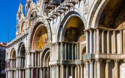 Zijmening over de Basiliek van het Teken van Heilige, Venetië royalty-vrije stock fotografie