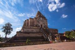 Zijmening van Wat Chedi Luang, Thailand Stock Foto's