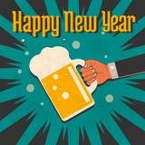 In zijn hand een glas van nieuw jaar Royalty-vrije Stock Fotografie