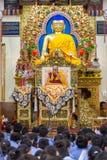 Zijn Heiligheid 14 Dalai Lama Tenzin Gyatso geeft het onderwijs in zijn woonplaats in Dharamsala, India Stock Fotografie