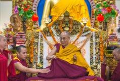 Zijn Heiligheid 14 Dalai Lama Tenzin Gyatso geeft het onderwijs in zijn woonplaats in Dharamsala, India Royalty-vrije Stock Afbeeldingen