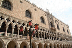 Zijsprong - het paleis van de Hertog in Venetië, Italië Royalty-vrije Stock Foto's