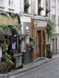 Zijstraat in Parijs, Frankrijk Stock Afbeeldingen