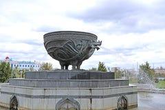 以Zilant的形式图的喷泉在喀山 免版税库存照片