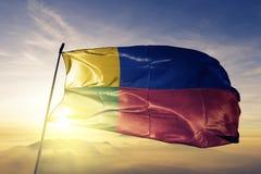 Zilina region Sistani flaga tkaniny tekstylny sukienny falowanie na odgórnej wschód słońca mgły mgle obraz stock