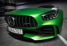 Zilina slovakiska Republik/Slovakien - November 09, 2017: Infött för Mercedes-AMG GT R för grön färg anseende kupé på underjordis Arkivfoto