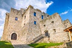 Μεσαιωνική κοντινή Zilina κάστρων πόλη Strecno, Σλοβακία στοκ φωτογραφία με δικαίωμα ελεύθερης χρήσης