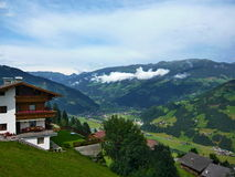 Zillertaler路的奥地利阿尔卑斯外型 免版税库存图片