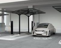 Zilveren autonome auto in elektrisch voertuig het laden post vector illustratie