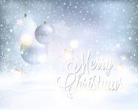 Zilveren blauwe Kerstmisachtergrond met snuisterijen en sneeuwval Stock Fotografie