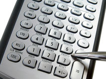 Zilveren calculator en pen Stock Fotografie