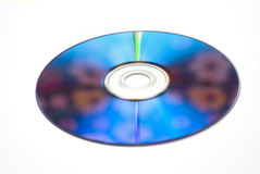 Zilveren CD DVD schijf die op witte achtergronden wordt geïsoleerde Royalty-vrije Stock Foto's