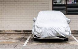 Zilveren dekking voor nieuwe auto Stock Fotografie