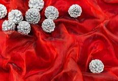 Zilveren denneappels, Kerstmisdecoratie Royalty-vrije Stock Fotografie