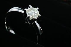 Zilveren diamantring Stock Afbeelding
