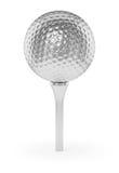 Zilveren die golfball op T-stuk op wit wordt geïsoleerd Stock Foto's