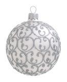 Zilveren die Kerstmisbal op de achtergrond wordt geïsoleerd Royalty-vrije Stock Afbeelding