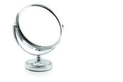 Zilveren die make-upspiegel op wit wordt geïsoleerd Royalty-vrije Stock Fotografie