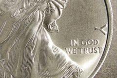 Zilveren dollar in god die wij hebben vertrouwd op Stock Fotografie