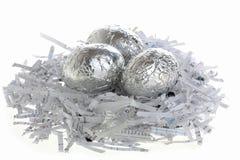 Zilveren eieren op een nest Royalty-vrije Stock Foto's