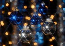 Zilveren en blauwe bollen Stock Afbeeldingen