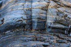 Zilveren en bruine gestreepte rots royalty-vrije stock afbeelding