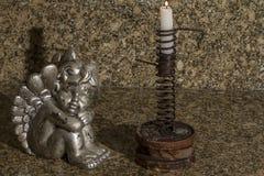 Zilveren engel en kaars Stock Afbeeldingen