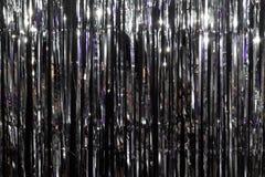 Zilveren feestelijke die achtergrond door gekleurde lantaarns wordt verlicht stock afbeelding