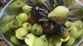 Zilveren fruitkom Royalty-vrije Stock Afbeeldingen
