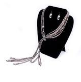 Zilveren Halsband en Oorringen Stock Afbeeldingen