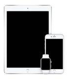 Zilveren iPad Proiphone van Apple 6S en Apple-Horloge verticaal model Stock Afbeelding