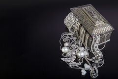 Zilveren juwelen stock fotografie