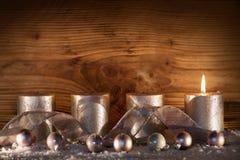 Zilveren kaarsen voor 1 komst royalty-vrije stock afbeelding