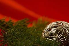Zilveren Kerstmisbal Royalty-vrije Stock Afbeeldingen