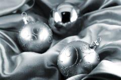 Zilveren Kerstmisbal Stock Afbeeldingen
